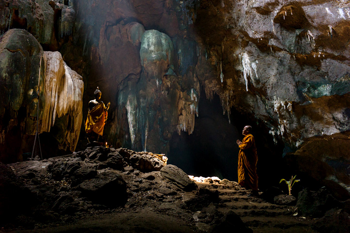 Thailand. The Buddha's caves. At the gates of Nirvana. Wat Tham Chompol